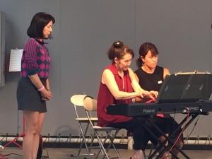山上先生と辻先生のピアノ連弾で、ストラヴィンスキー作曲のペトリューシュカ。複雑な動きと和声で高度なテクニックが必要とされる難曲です。